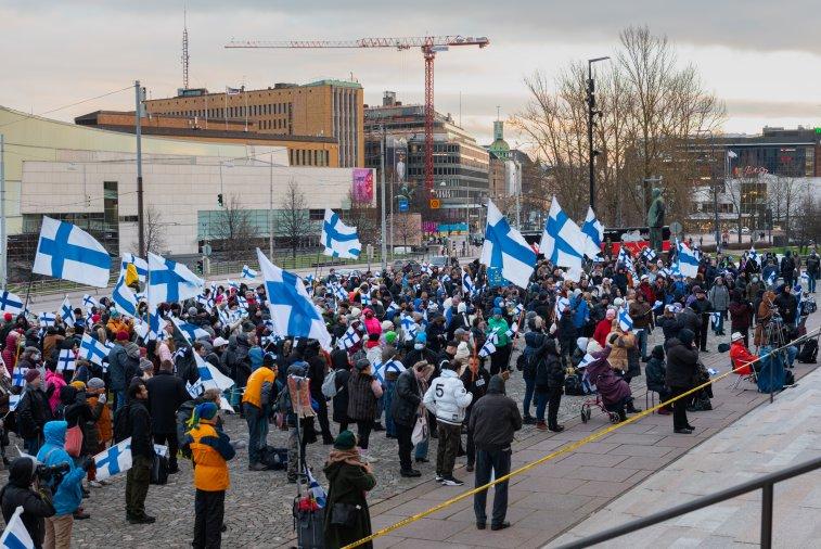 EU-mielenosoitus keräsi väkeä – uusi tilaisuus talvella
