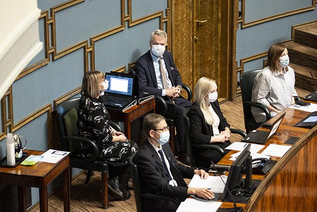 Keskustan Kivisaari antoi tukensa vihreiden ministeri Haavistolle